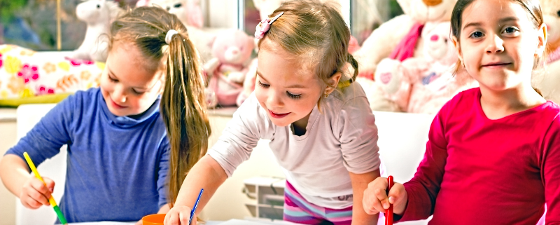 dzieci malują - fundacja Veritas
